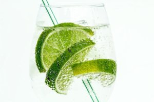 A close up of a glass of seltzer with lime for a flavor article about food and beverages spiked with alcohol